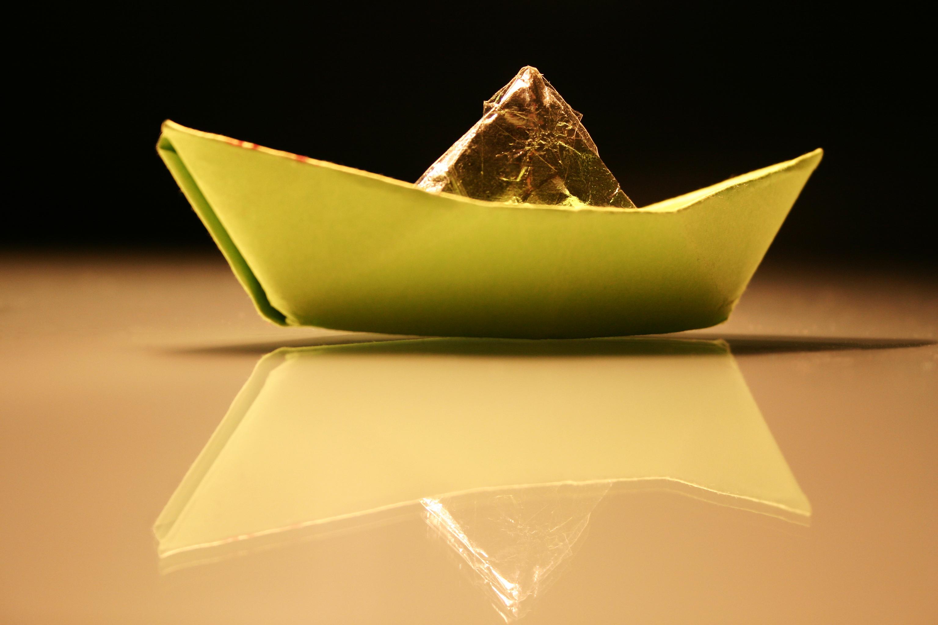 barco de papel2_sxc.jpg
