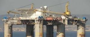 La plataforma petrolífera Etesco Milennium llegó ayer a Navantia para su reparación