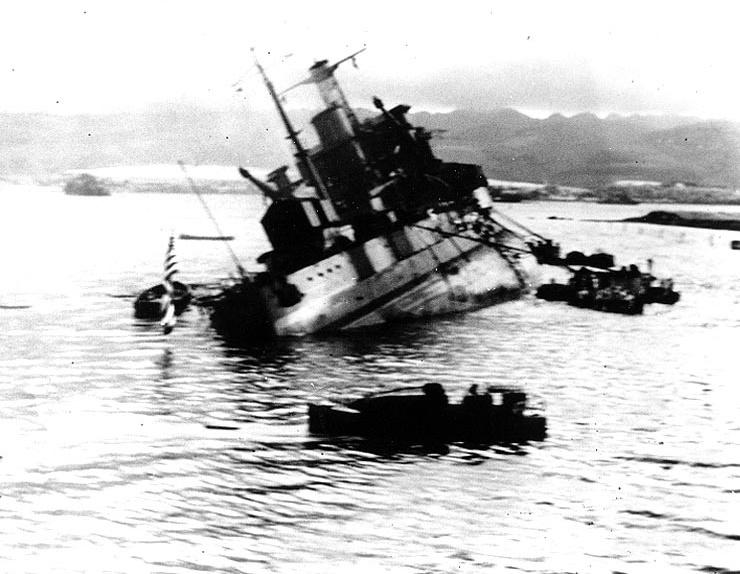 uss_utah_bb_capsizing.jpg