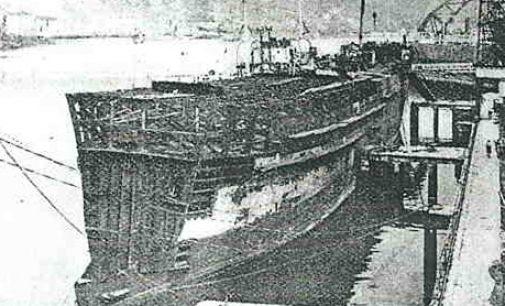 El barco encallado en la playa de Santander