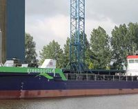 Greenport 1: gánguil de abertura central propulsado con GNL