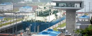 Maran Gas Apollonia cruzando el canal de Panamá