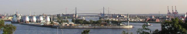 640px-HH-Hafen-mit-Koehlbrandbruecke2