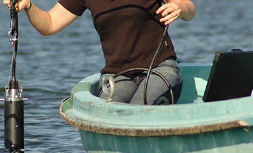 Boya inteligente para medir la contaminación del agua