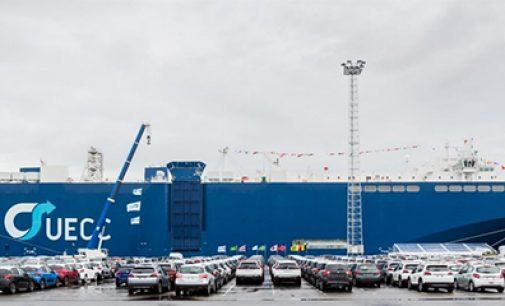 Se bautiza el primer gran RoRo dual fuel-LNG