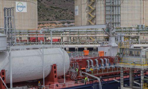 Primer bunkering pipe-to-ship de GNL en Europa