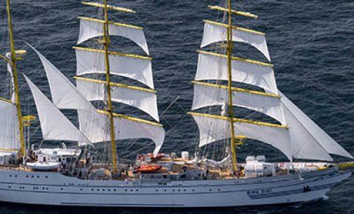 Freire entrega el buque escuela Bima Suci a la Armada de Indonesia