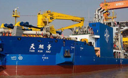 China dispone de un nuevo buque para crear islas