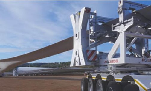 Cómo se transporta una pala de aerogenerador por carretera