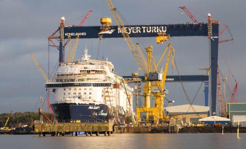 Meyer Turku luce nueva grúa