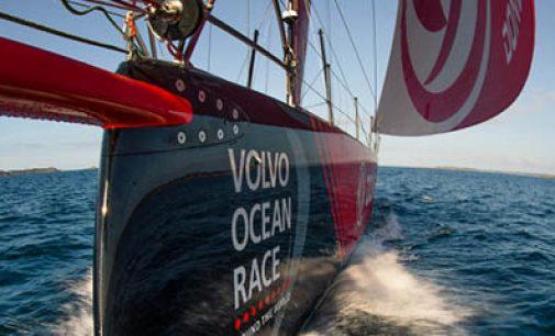 Coloquio en la FNOB sobre los diseños de cascos en barcos vuelta al mundo