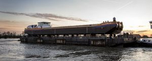 Van Oord bota su primer buque grúa propulsado por GNL