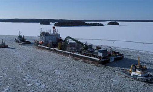 Vídeo: el cablero Ulisse rompiendo el hielo