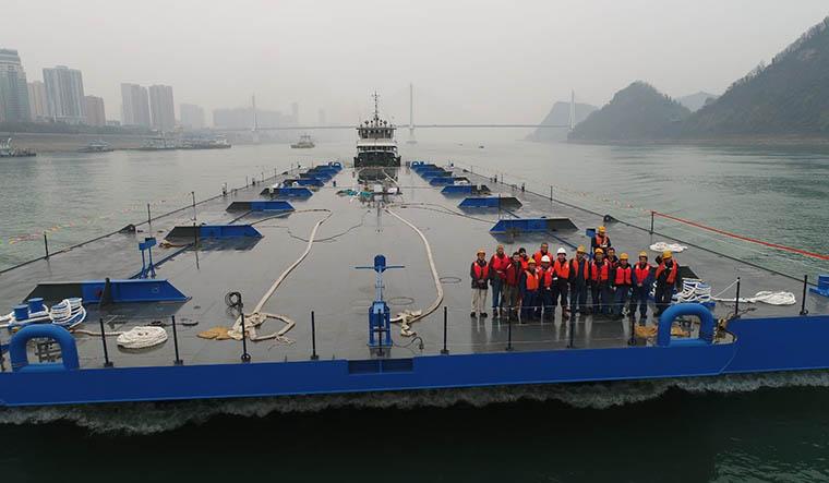 Damen_pontoons_in_China_1