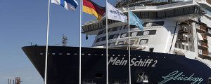 Flotadura del crucero Mein Schiff 2