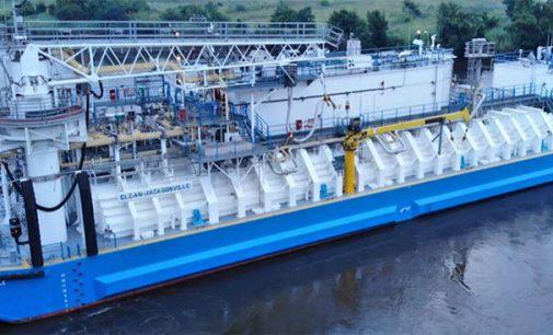 Entregan la primera barcaza de suministro de GNL construida en EE.UU.