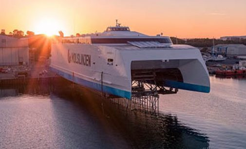 Botadura del ferry de alta velocidad Express 4