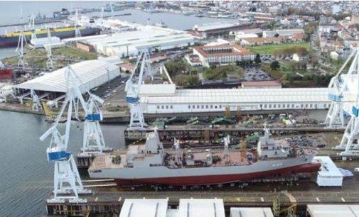 Navantia bota el primer AOR para la Marina Australiana