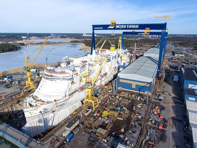 Flotado_primer_buque_Costa_Cruceros_GNL