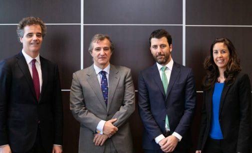 ConstruccionesNavalesP.Freirefirma un contrato con Calvo
