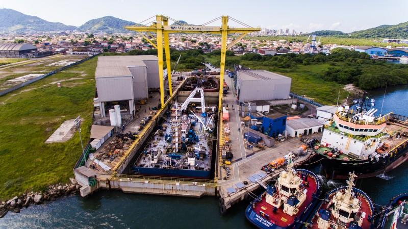 Damen_transforma_buque_offshore_para_Petrobras_1