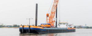 Comienza a operar el primer buque grúa propulsado por GNL