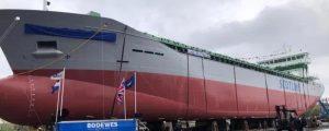 La impactante botadura de costado del MV Scot Explorer
