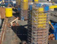 Navantia Fene embarca las columnas flotantes del parque eólico Kinkardine rumbo a Puerto Real