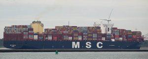 Atraca en el puerto de València el mayor portacontenedores de su historia