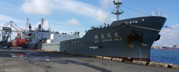 Cemento_Puerto_buque_emisiones