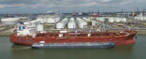 El buque cisterna Takaroa Sun realiza el primer bunkering de metanol entre barcazas del mundo
