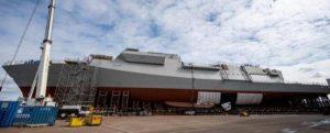 Los bloques del HMS GLASGOW se unen por primera vez en el astillero de Govan, Escocia