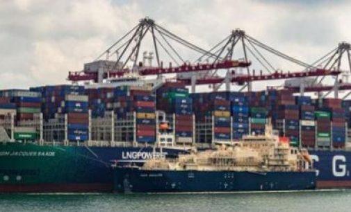 Primera operación de abastecimiento de GNL a un portacontenedores en Francia