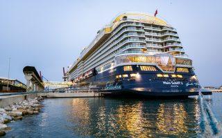Recibimiento del primer crucero en el Puerto de Málaga tras 15 meses de parón