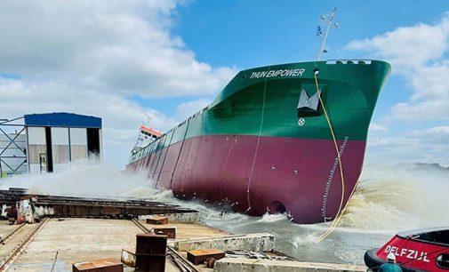 Botadura de costado del buque a GNL Thun Empower
