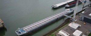 Navegación interior sostenible: escotillas apilables con paneles solares ultrafinos