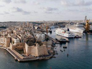 El_buque_hospital_civil_más_grande_del_mundo_escala_en_Malta