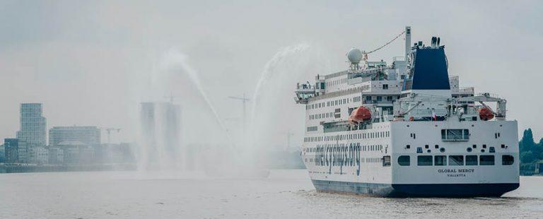 El_buque_hospital_civil_mas_grande_del_mundo_llegando_al_puerto_de_Ambere