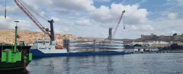 embarque_palas_aerogeneradores_en_un_barco