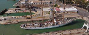 El Juan Sebastián Elcano realiza su varada en el astillero de San Fernando