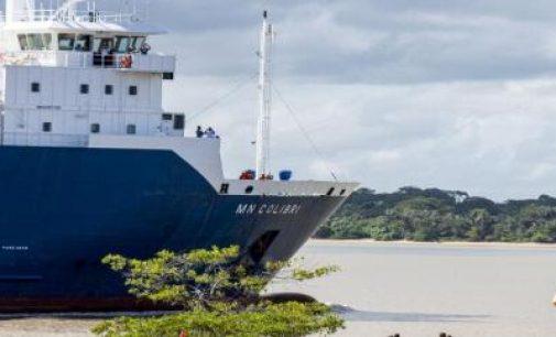 El telescopio espacial Webb llega al puerto de Pariacabo a bordo del MN Colibrí